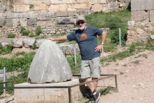 Garry playing with Zeus' navel - Delphi